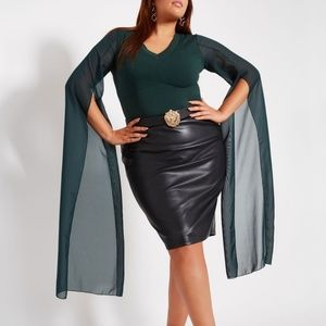 Plus Size 30/32 Dramatic Top